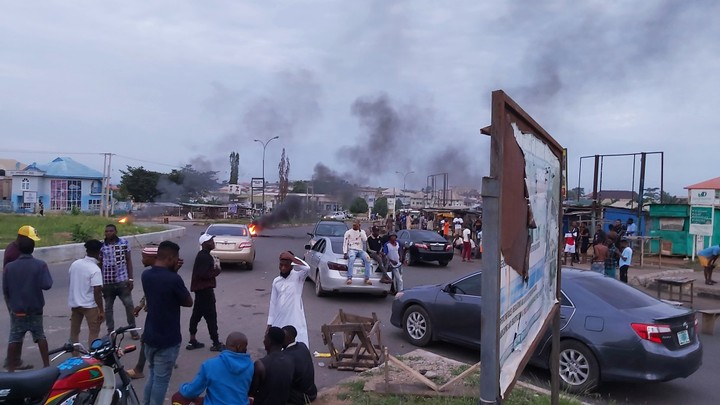 Suspected 'Yahoo Boys' Protest, Block Roads In Osun (Photo) - Daily Focus  Nigeria